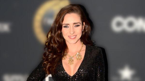 """Ariadne Díaz posa al estilo de Yanet Garcia presumiendo el """"derriere"""" en bikini"""