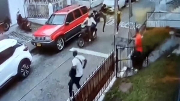 Un frustrado asalto en el municipio de Pereira, en Colombia se ha hecho viral, por la forma en que se impidió el atraco