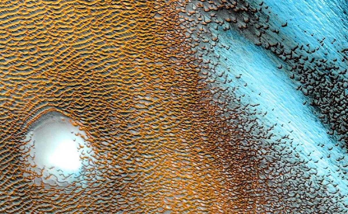Captan dunas azules en Marte, las cuales combina con las imágenes tomadas por el sistema de emisión térmica de la sonda espacial Mar Odyssey