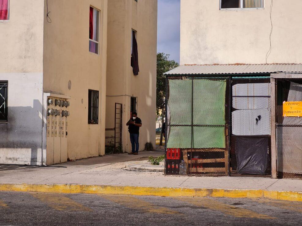 En Cancún asesinan a una mujer de un balazo en la cabeza; el cuerpo fue descubierto esta mañana en un departamento de Paseos del Mar.