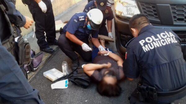 Conductor de una combi, atropella a una mujer en el centro de Mérida