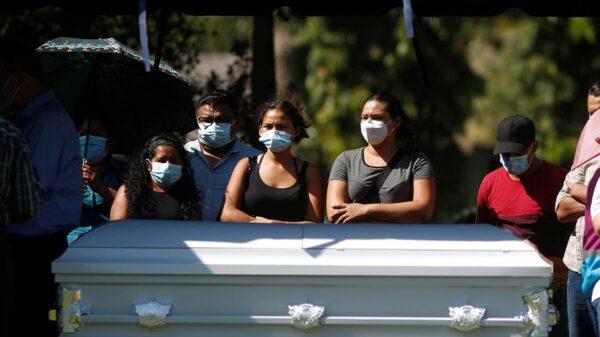 Sepultan a Victoria Salazar en El Salvador