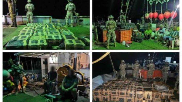 Decomisan marinos 1.5 toneladas de cocaína en buque pesquero.