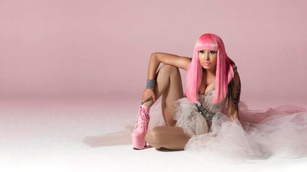 ¡En toples! Nicki Minaj anuncia su nuevo disco