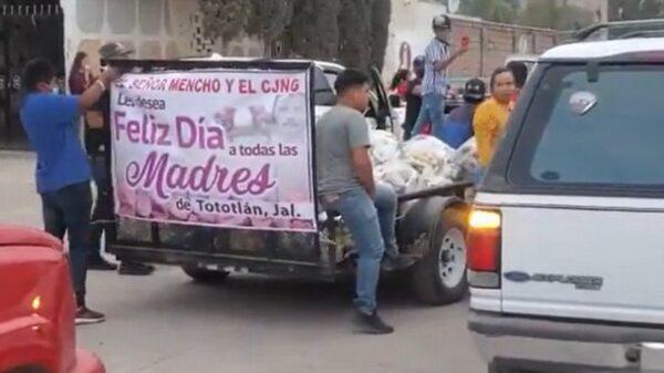 Grupo delictivo regala electrodomésticos por el Día de las Madres (VIDEO).