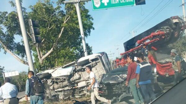 Aparatoso accidente en la carretera Playa del Carmen-Tulum (VIDEO).