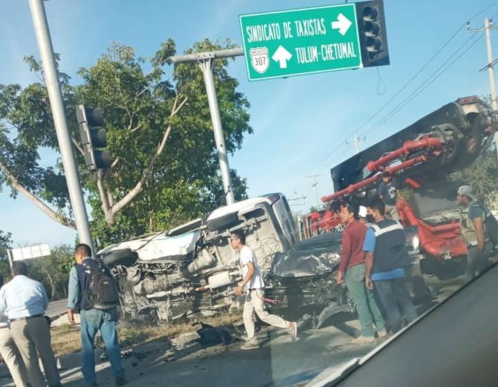 Aparatoso accidente en la carretera Playa del Carmen-Tulum (VIDEO).