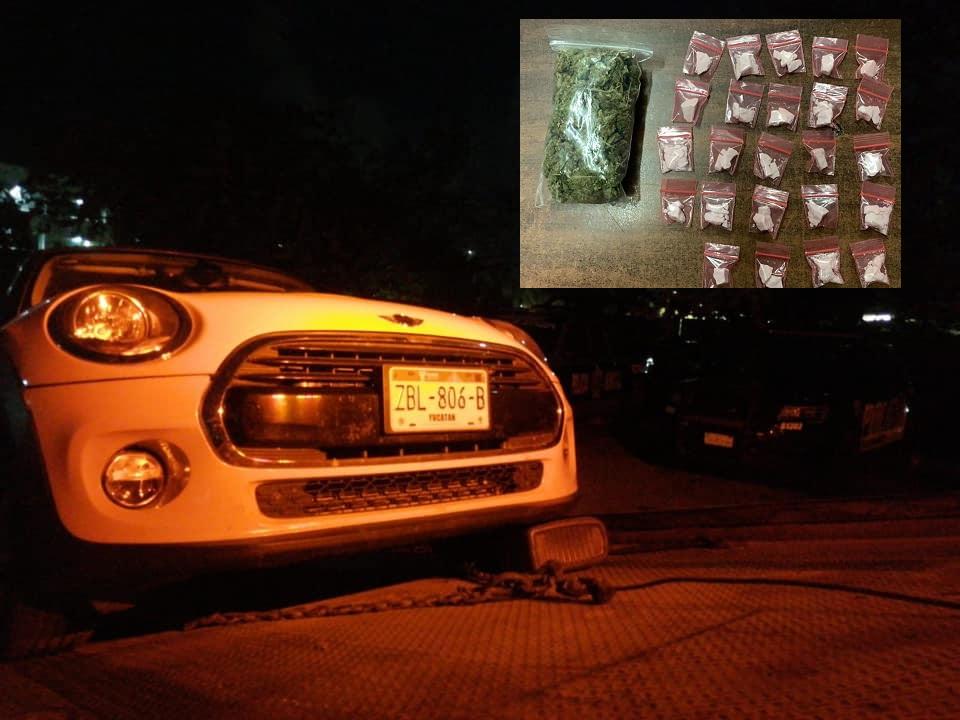 Abandonan carro de lujo con droga en Playa del Carmen.