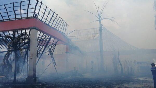 Se incendia palapa del hotel Grand Palladium en la Riviera Maya, arde palapa del hotel Gran Palladium en la Riviera Maya