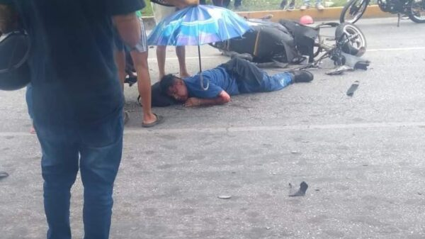 Choque deja gravemente lesionado a motociclista sobre la Andrés Quintana Roo con Chacmool en Cancún