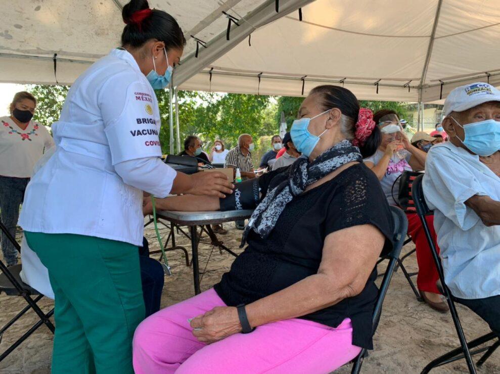 Inicia vacunación contra el Covid-19 a adultos mayores de 60 años en Bacalar.