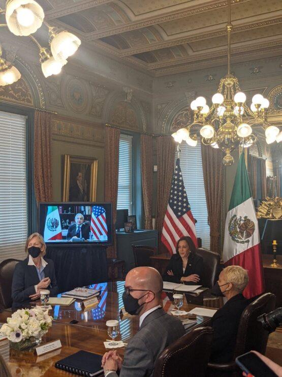 Encuentro virtual de AMLO y Kamala Harris, imagen desde la oficina de la vicepresidenta de Estados Unidos.