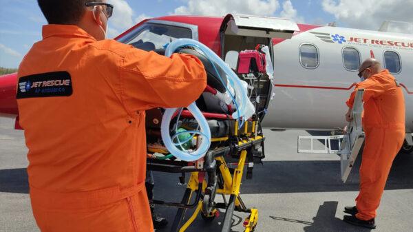Usa IMSS Quintana Roo ambulancia aérea para traslado a CDMX