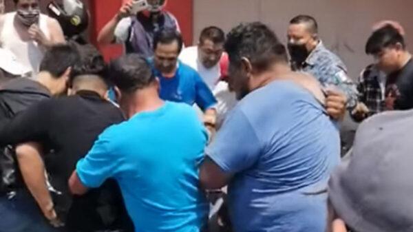 Con golpes y patadas intentan linchar a presunto asesino en Hidalgo