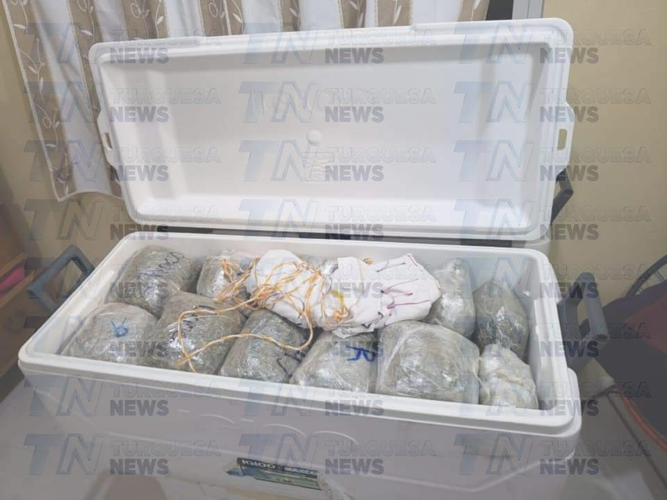 """Cozumel: Incautaron 50 kilos de droga en el cateo a casa de El Encanto: 93 paquetes de mariguana con distintos """"sabores"""" estaban en neveras."""