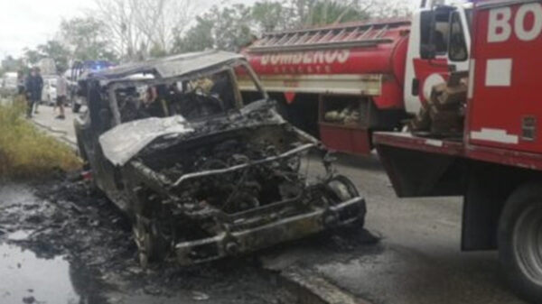 Sustote!, arde transporte de turistas en Playa Del Carmen