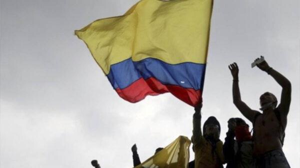 Se suicida por agresión de policía en protestas de Colombia