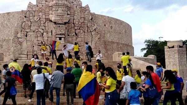 Colombianos se manifiestan en el Monumento a la Patria en Mérida por la represión en su país