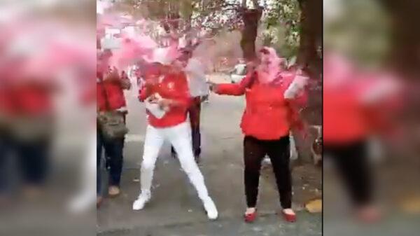 Video: Se pinta de rosa candidata del PRI, literalmente