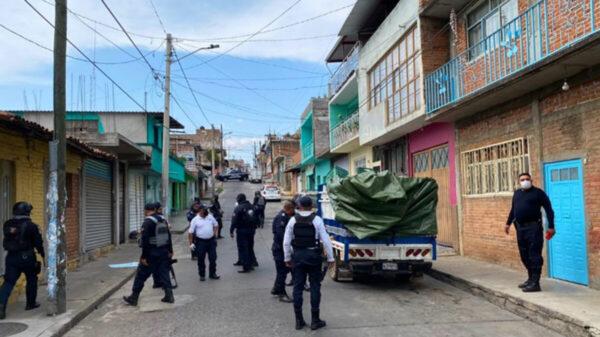 Ejecutan a nueve personas; dejan los cuerpos en una camioneta, en Michoacán