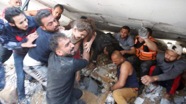 Condena el Papa muertes en la Franja de Gaza; 'entre ellos hay niños'.