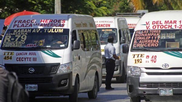 Cancún: Continúan sanciones por no respetar el aforo en transporte público.