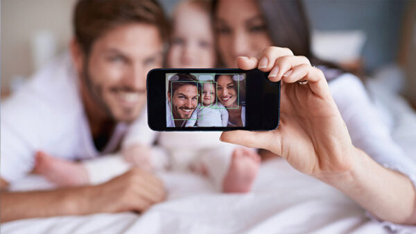 ¡Cuidado! Papás checa los riegos de subir fotos de sus hijos en redes sociales