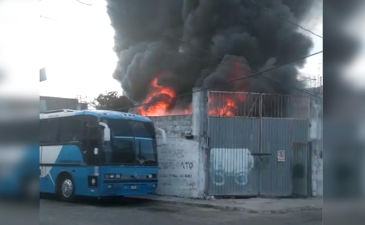 Arde autobús en zona del Crucero, presumen ataque