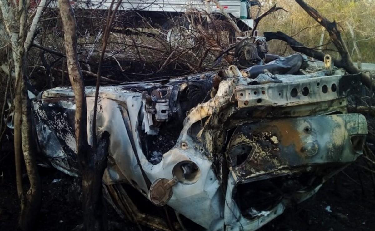Se le explota un neumático, vuelca y se incendia auto en la vía Tekal de Venegas – Tepakán