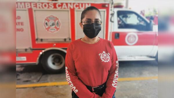 """Tienen bomberos de Cancún a una """"mamá bombero"""" en sus filas"""