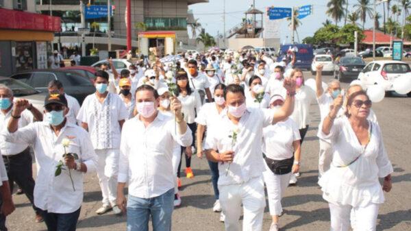 Con marcha, exigen políticos cese de violencia electoral
