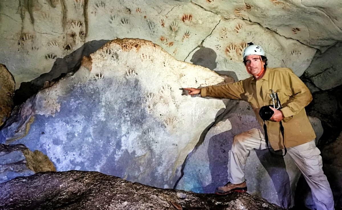 Con más de 1,200 años de antigüedad, descubren huellas de manos en cueva de Yucatán