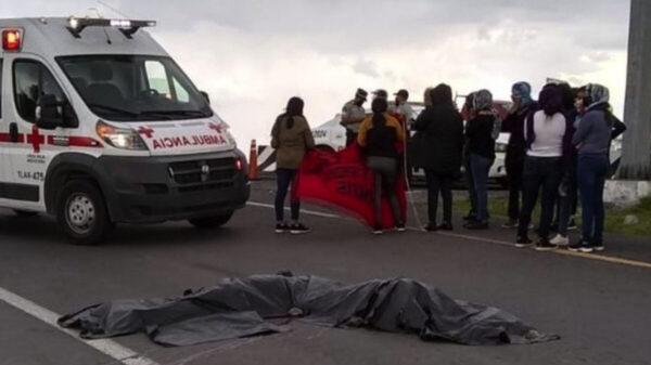 Normalistas mueren tras presunto saqueo a un tráiler, en Tlaxcala