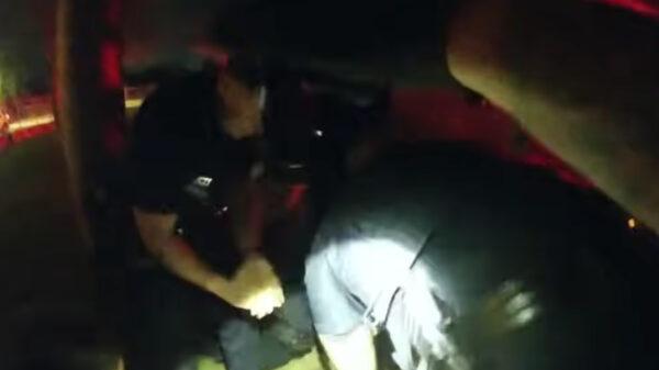 Video: Uno mas, policías dan muerte a hombre mientras lo someten