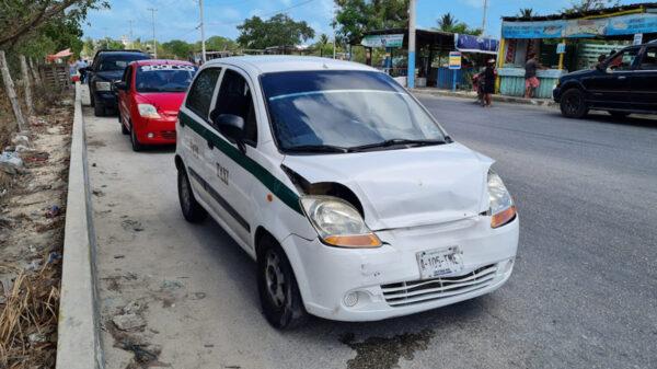 Cancún: taxista salva la vida al ser atacado a balazos