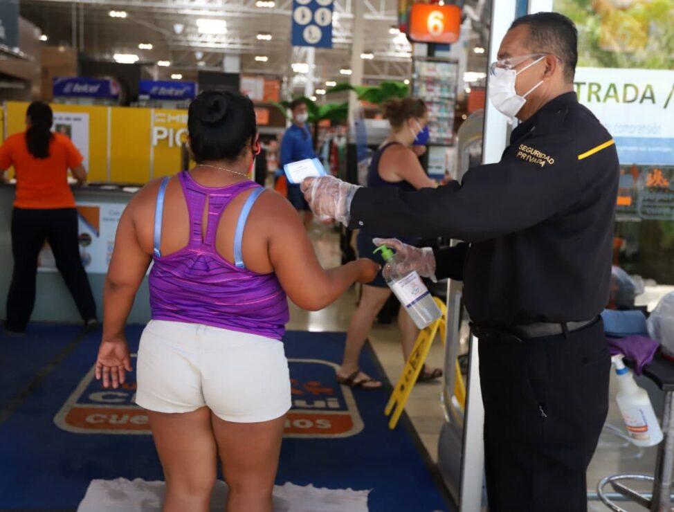 Entran en vigor restricciones sanitarias por semáforo naranja en Quintana Roo.