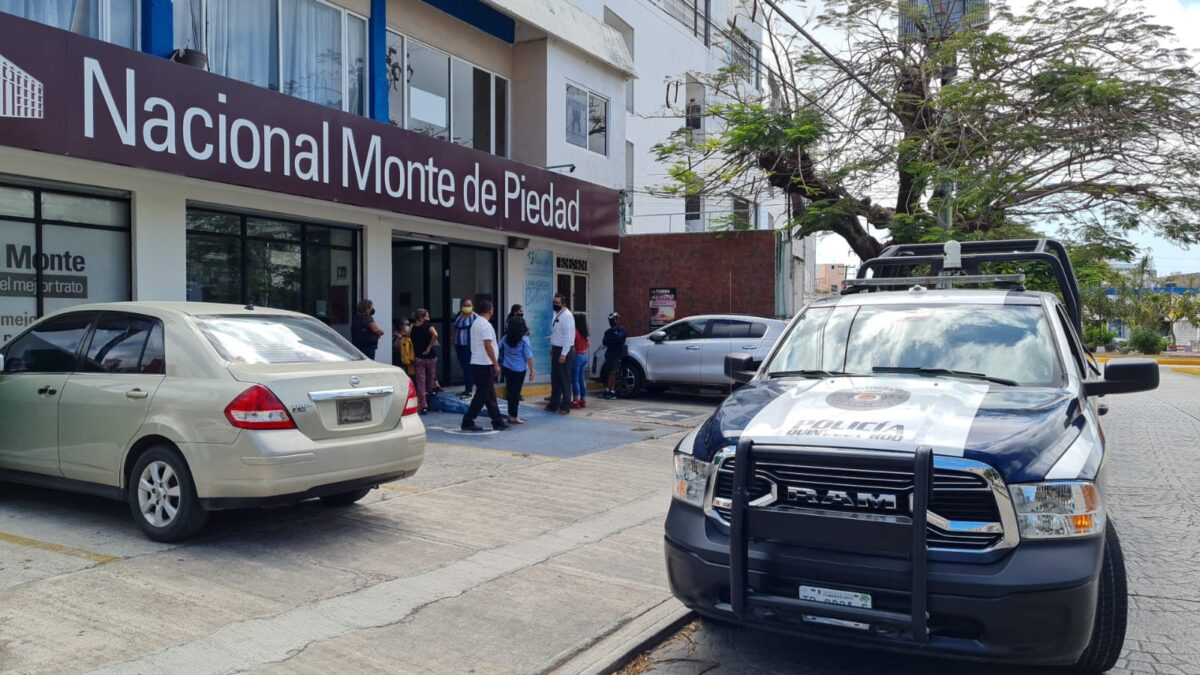 Cancún: Frustra guardia de seguridad asalto a mano armada a casa de empeños (VIDEO).
