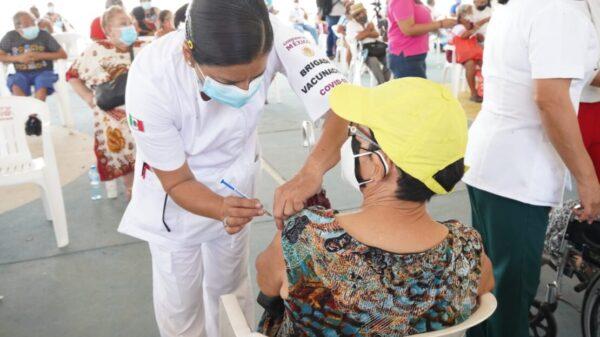 Quintana Roo: Vacunan en seis municipios a la población de 50 a 29 años.