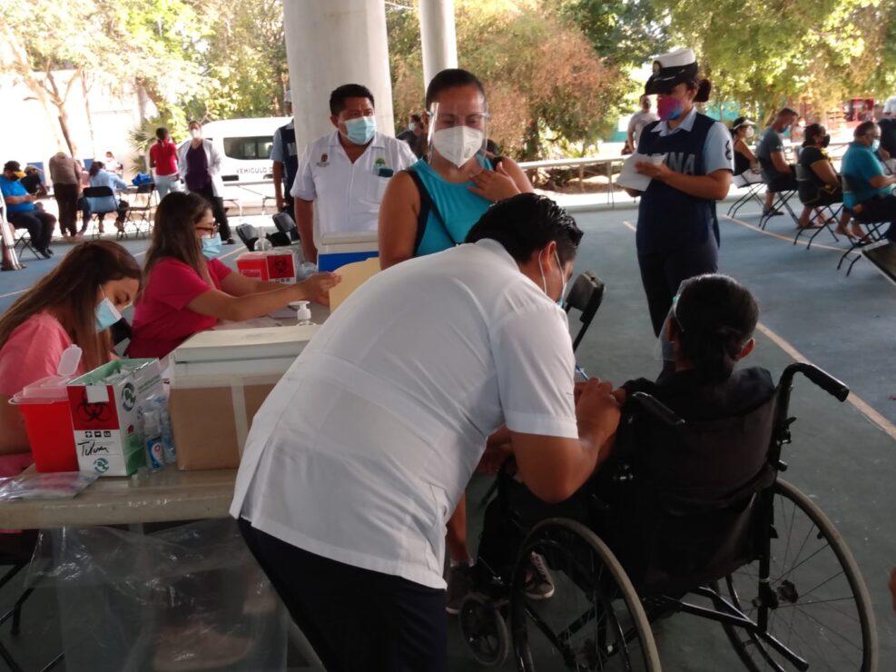 Sin contratiempos continúa jornada de vacunación contra Covid-19; el objetivo es inmunizar a más de 4 mil personas en Felipe Carrillo Puerto.