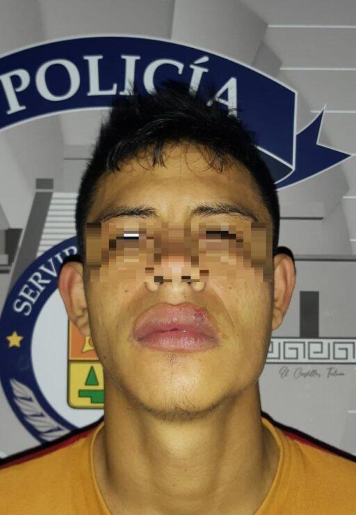 Detienen a hondureño con droga en la Zona Hotelera de Tulum; fue trasladado a las instalaciones de la FGE para las investigaciones del caso.