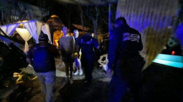 Clausuran autoridades fiesta clandestina en Tulum.