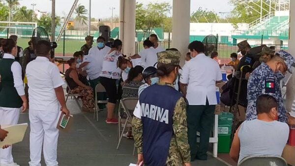 Cozumel: Sin contratiempos y con buena organización comienza vacunación de maestros.