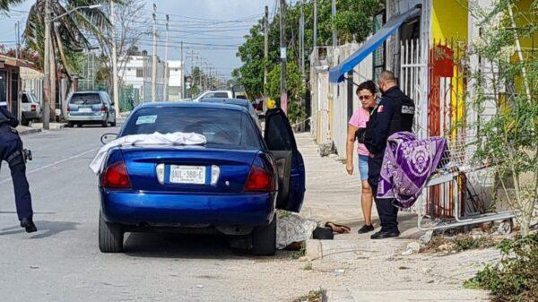 Cancún: Un ejecutado y un lesionado en el tianguis de la Supermanzana 227.
