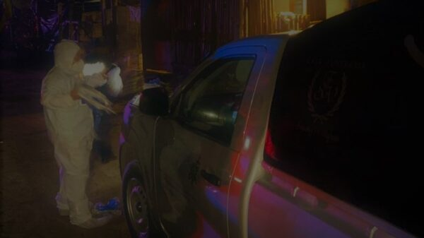 Ejecutan a un hombre en su vehículo afuera de un bar en Tulum.