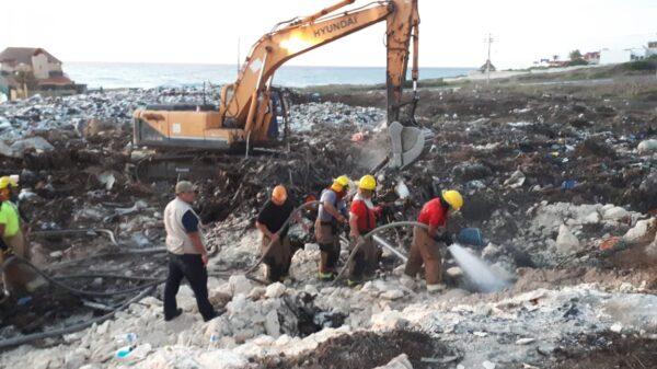 Alto índice de basura en Isla Mujeres, resultado del incendio en la zona de transferencia.