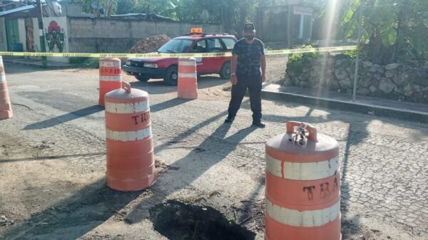 Reparan socavón en calle Emiliano Zapata de Kantunilkín.