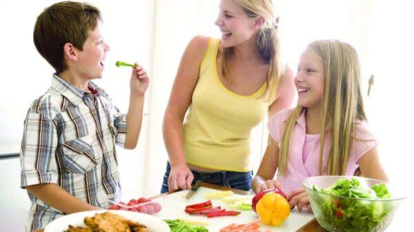 ¿Cómo tener buenos hábitos alimenticios en la familia?