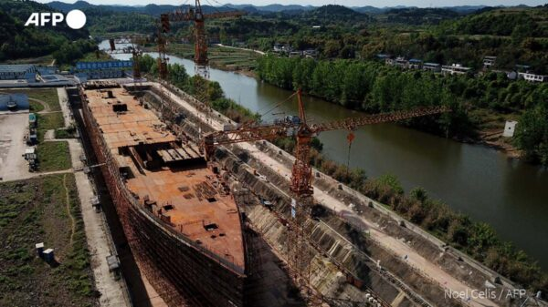 En China trabajan en la recreación del legendario Titanic a través de un parque temático en Sichuan, que operará a más de mil kilómetros del mar