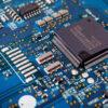 Las fabricantes de automóviles en tres continentes y las grandes tecnologías como Apple y Samsung Electronic, alertaron sobre la escasez mundial de chips