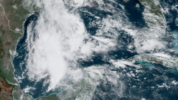 Zona de baja presión podría convertirse en huracán en los próximos días